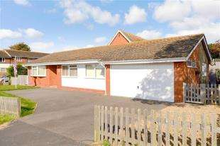 3 Bedrooms Bungalow for sale in Bannings Vale, Saltdean, Brighton, East Sussex