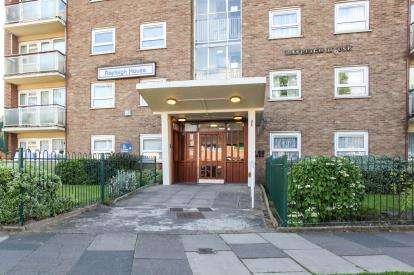 2 Bedrooms Flat for sale in Rayleigh House, Woodcock Lane, Birmingham, West Midlands
