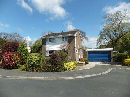 4 Bedrooms Detached House for sale in Kennet Drive, Fulwood, Preston, Lancashire, PR2