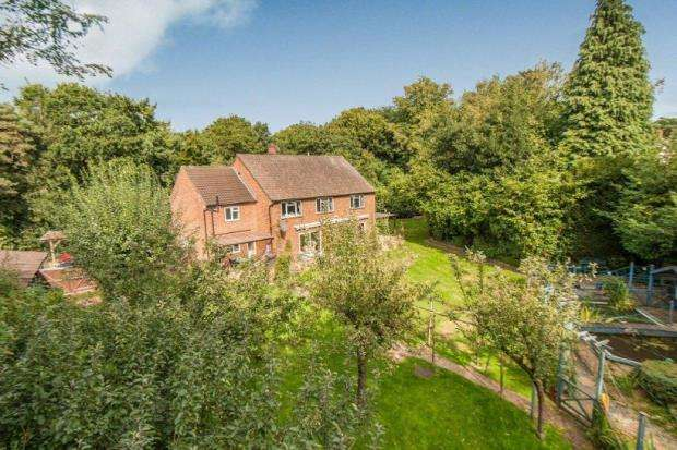 5 Bedrooms Detached House for sale in Worplesdon, Guildford, Surrey