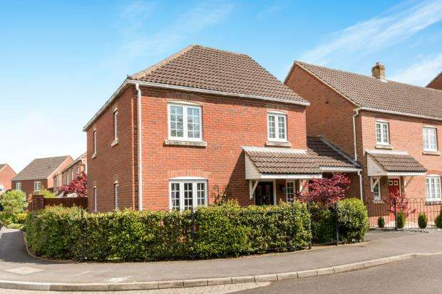 3 Bedrooms Detached House for sale in Beggarwood, Basingstoke, Hampshire