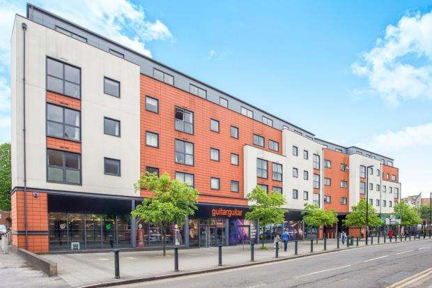 2 Bedrooms Flat for sale in 4-6 Church Street, Epsom, Surrey