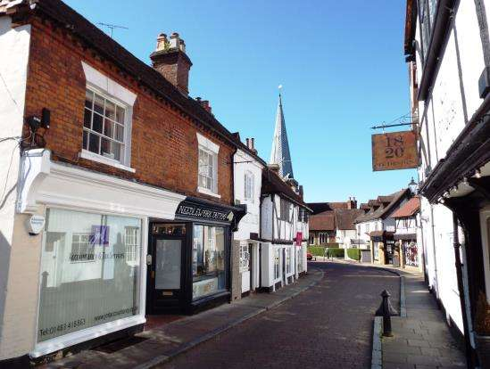 1 Bedroom Flat for sale in Godalming, Surrey