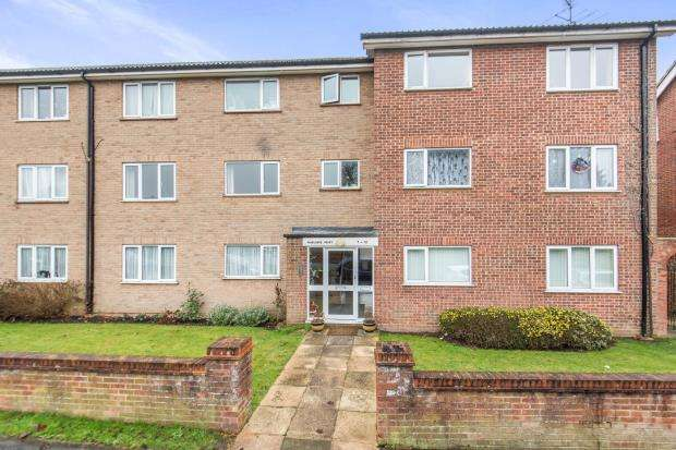 2 Bedrooms Flat for sale in Fairlands Avenue, Fairlands, Guildford