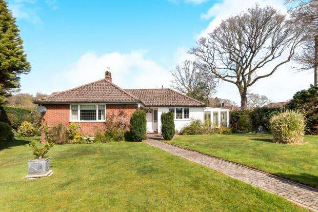 3 Bedrooms Bungalow for sale in Haslemere, Surrey