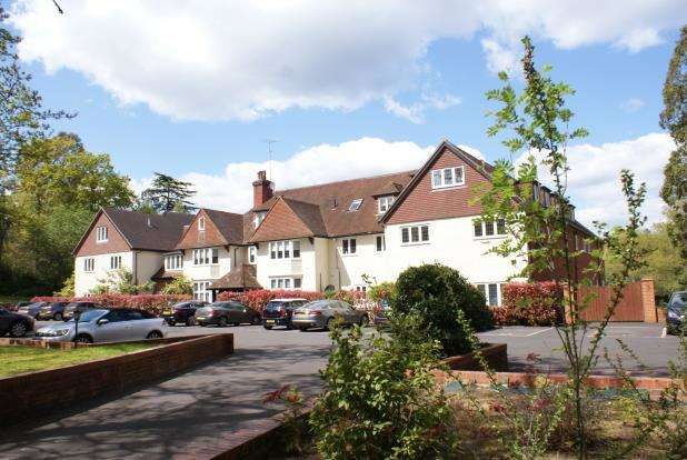 3 Bedrooms Flat for sale in Heath House Road, Worplesdon, Surrey