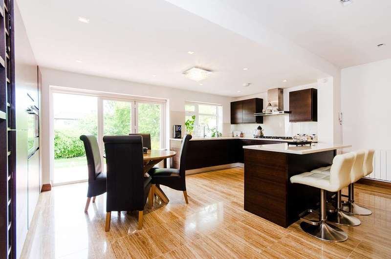 4 Bedrooms House for sale in Tudor Close, Kingsbury, NW9