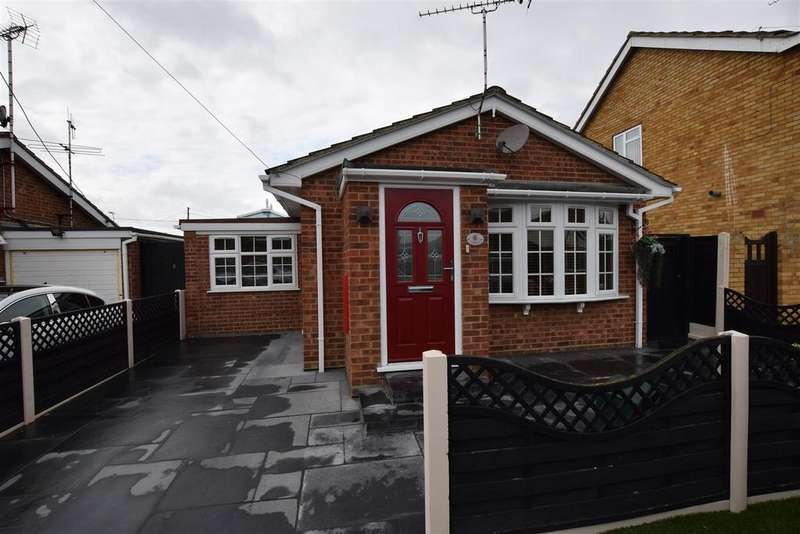 2 Bedrooms Detached Bungalow for sale in Beck Road, Canvey Island
