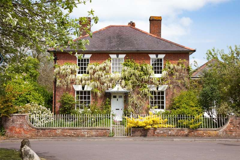 4 Bedrooms Detached House for sale in Beechingstoke, Pewsey, Wiltshire, SN9