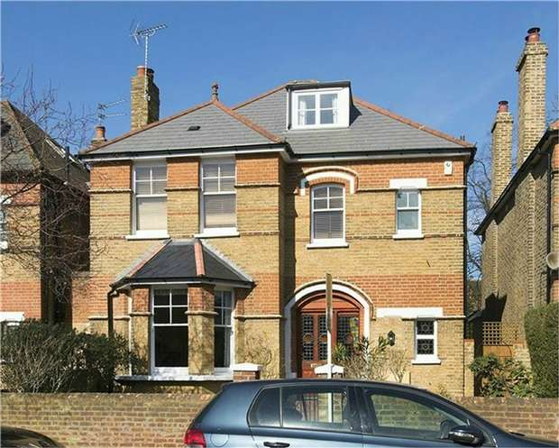 5 Bedrooms Detached House for sale in Netherton Road, St Margarets, Twickenham