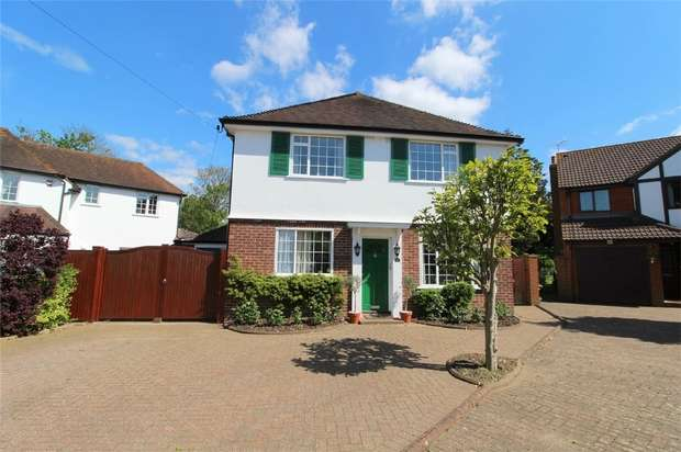 4 Bedrooms Detached House for sale in Ford Close, Ashford, Surrey