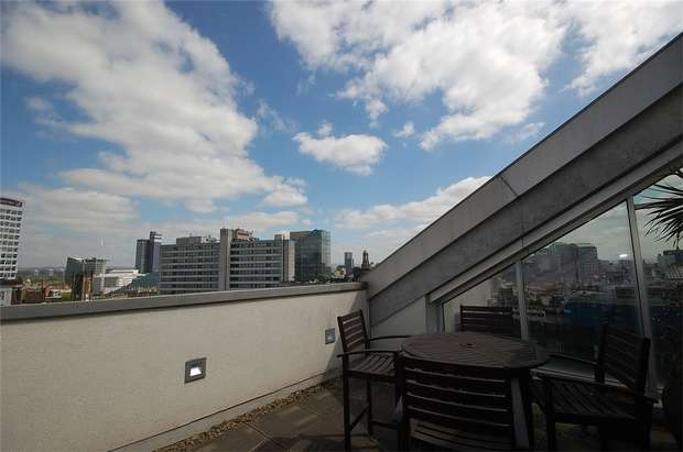 2 Bedrooms Flat for sale in Clowes Street, Salford, Greater Manchester