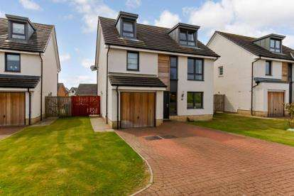 5 Bedrooms Detached House for sale in Cypress Road, Motherwell