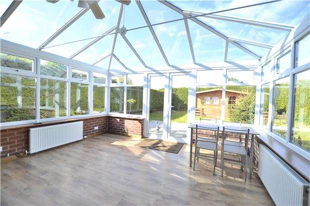 3 Bedrooms Semi Detached Bungalow for sale in The Crescent, Brockworth, GLOUCESTER, GL3 4DE