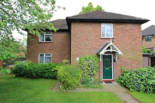 4 Bedrooms Detached House for sale in Swakeleys Road, Uxbridge, Greater London, UB10 8DR
