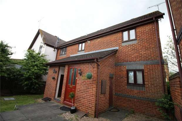2 Bedrooms Flat for sale in Kings Meadow Court, Horseshoe Close, WALTHAM ABBEY, Essex