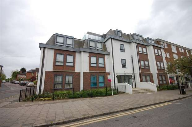 2 Bedrooms Flat for sale in The Peninsula, 42 Buckingham Street, Aylesbury, Buckinghamshire