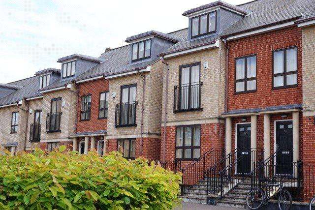 4 Bedrooms End Of Terrace House for sale in St Bartholomews Court, Riverside, Cambridge, CB5