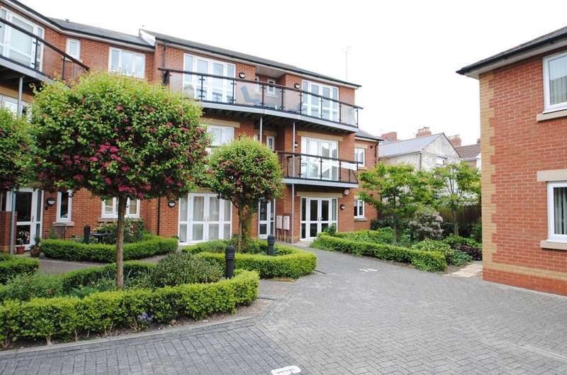 2 Bedrooms Apartment Flat for sale in Priory Avenue, Taunton