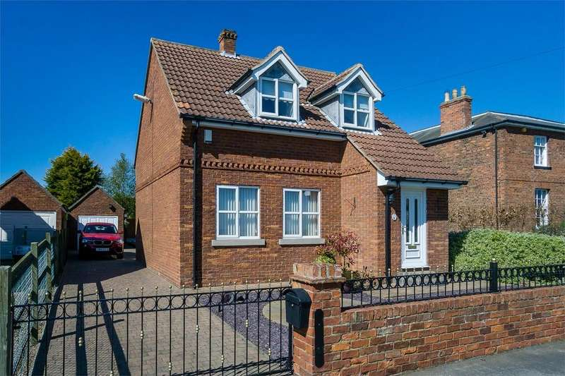 3 Bedrooms Detached House for sale in Southside, Patrington, East Riding of Yorkshire