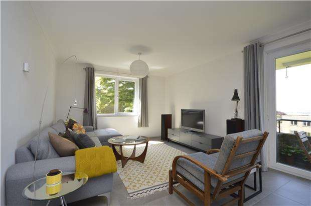 3 Bedrooms Flat for rent in Towerleaze, Knoll Hill, Bristol, BS9