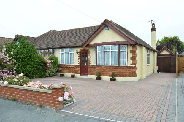 2 Bedrooms Semi Detached Bungalow for sale in Derek Avenue, West Ewell