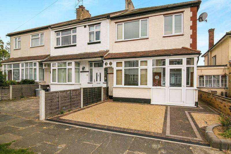3 Bedrooms Terraced House for sale in Kingswood Chase, Leigh-On-Sea