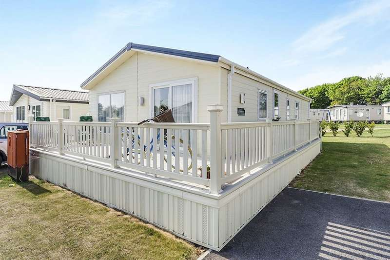 3 Bedrooms Bungalow for sale in Solent Breezes Hook Lane, Warsash, Southampton, SO31