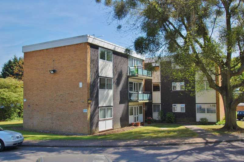 2 Bedrooms Flat for sale in West End Court, West End Lane, Stoke Poges, SL2