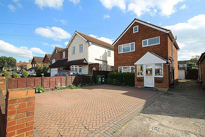 3 Bedrooms Detached House for sale in School Road, Ashford, TW15