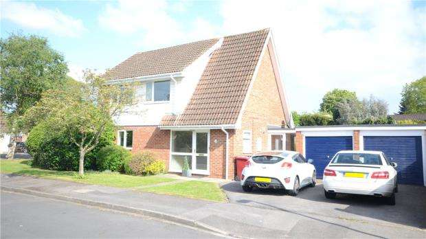 4 Bedrooms Detached House for sale in St. Davids Close, Caversham Heights, Reading