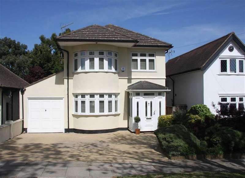 4 Bedrooms House for sale in Rosewood Drive, Enfield, Middlesex