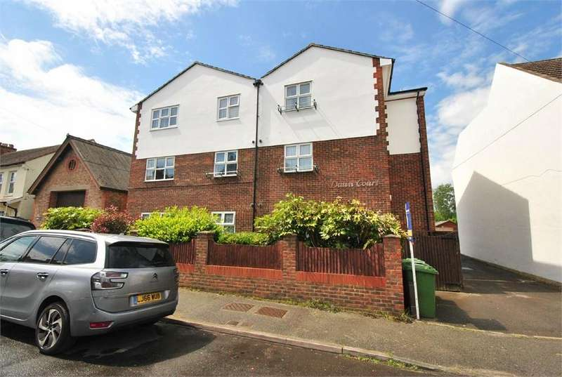 2 Bedrooms Flat for sale in Dawn Court, Chandler Road, Bexhill, Bexhill