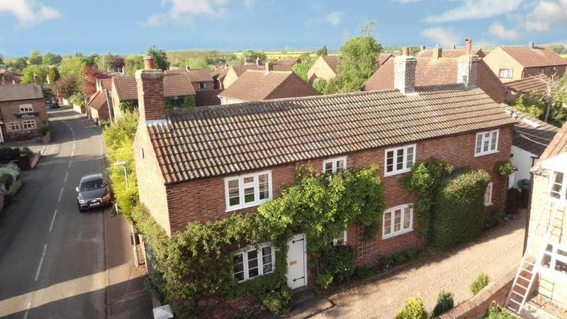 3 Bedrooms Detached House for sale in Main Street, Cropwell Butler, Nottingham