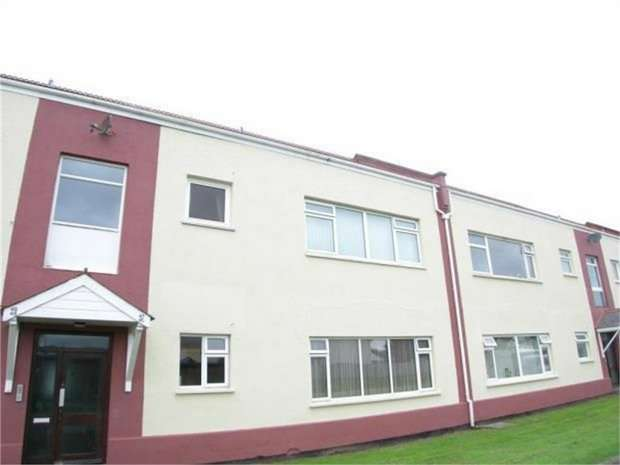 2 Bedrooms Flat for sale in Llanion Park, Pembroke Dock, Pembrokeshire