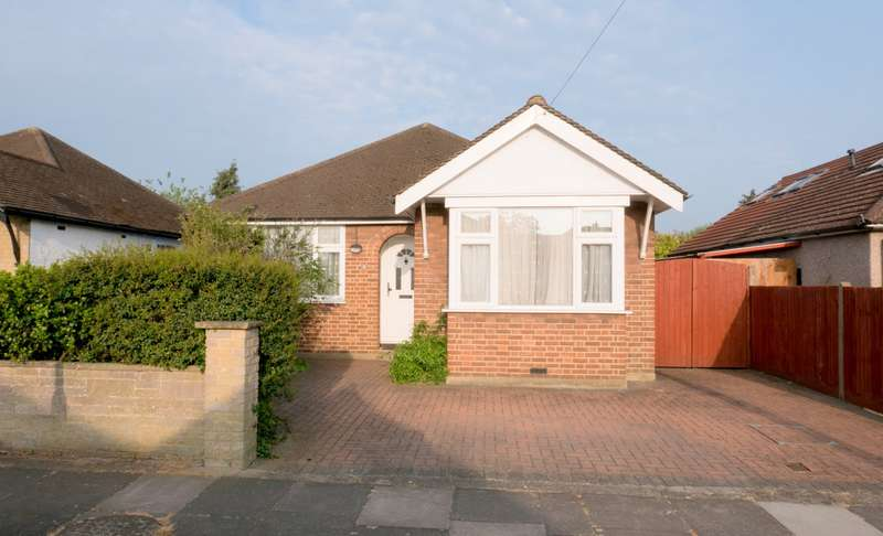 4 Bedrooms Detached Bungalow for sale in Homestead Road, Staines-Upon-Thames, TW18
