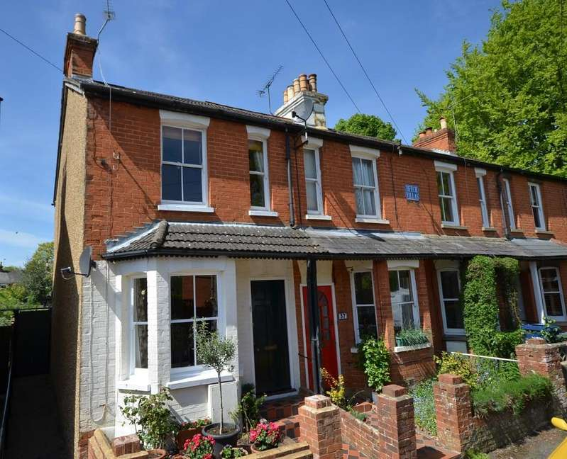 2 Bedrooms Semi Detached House for sale in Park Road, Farnham
