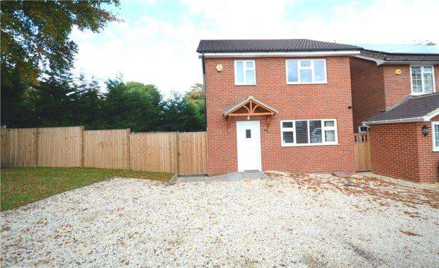 3 Bedrooms Detached House for sale in St. Christophers Road, Farnborough, Hampshire