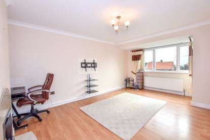 2 Bedrooms Flat for sale in Linbridge Drive, Newcastle Upon Tyne, Tyne and Wear, NE5