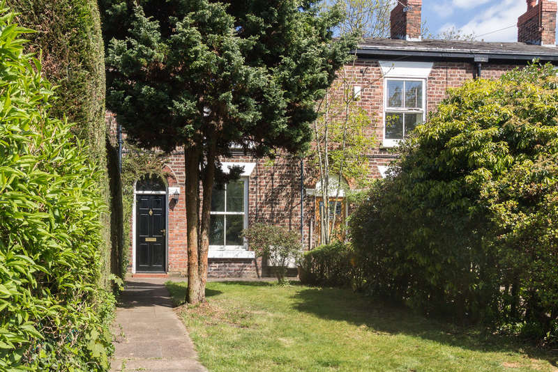 2 Bedrooms Cottage House for sale in Vale Close, Heaton Mersey