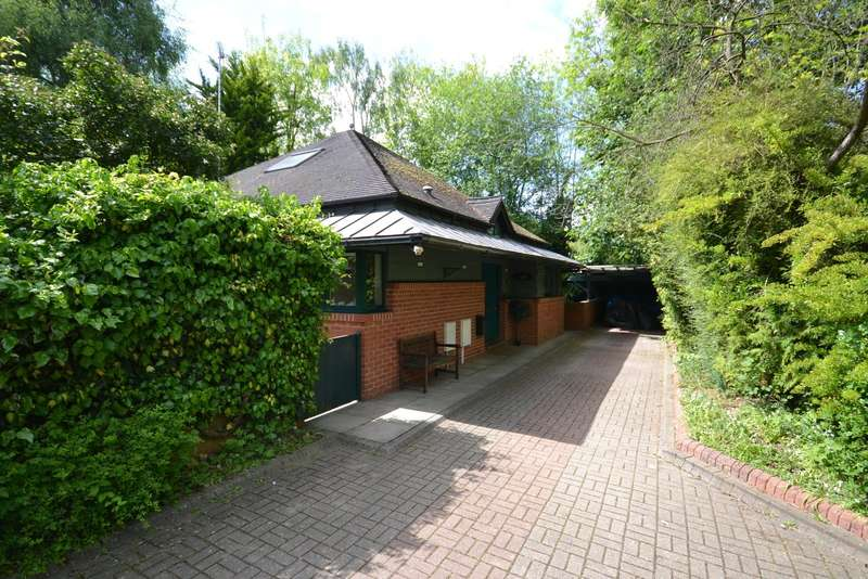 3 Bedrooms Detached House for sale in Long Ditton