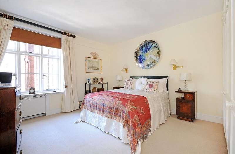 1 Bedroom Flat for sale in Chesterfield House, Chesterfield Gardens, London