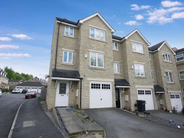 4 Bedrooms End Of Terrace House for sale in Bobbin Close Bailiff Bridge Brighouse