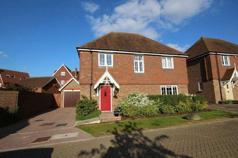 4 Bedrooms Detached House for sale in Roundway, Bolnore Village, Haywards Heath