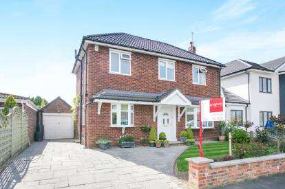 4 Bedrooms Detached House for sale in Chesham Road, Wilmslow, Cheshire