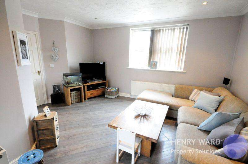 2 Bedrooms Apartment Flat for sale in Greenwich Way, Waltham Abbey