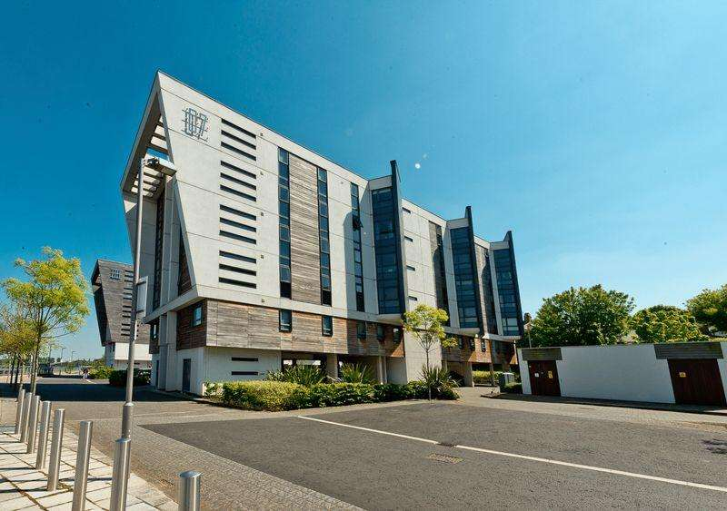 2 Bedrooms Apartment Flat for sale in The Decks, Runcorn