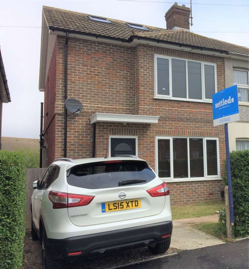 3 Bedrooms Semi Detached House for sale in Pankhurst Ave, Brighton, BN2 9YP