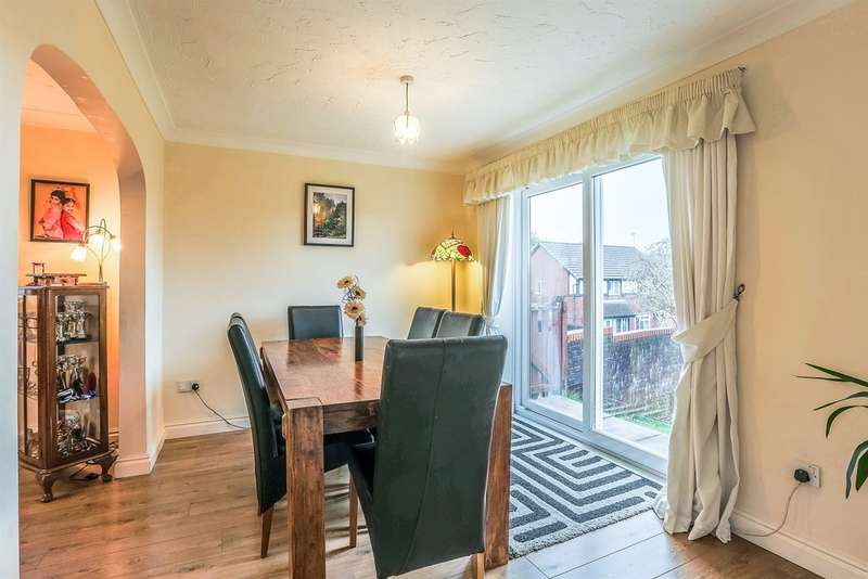 4 Bedrooms Detached House for sale in Rushfield Gardens, Bridgend