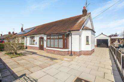 2 Bedrooms Bungalow for sale in Lytham Road, Ashton-on-Ribble, Preston, Lancashire
